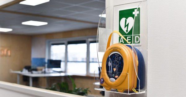 AED pakket kopen met wandbeugel